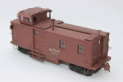 Here is an O scale brass Santa Fe waycar I painted for a customer in Hannibal, Missouri.  It uses Scalecoat paints and diluted Tamiya paint for weathering.  Scalecoat decals.